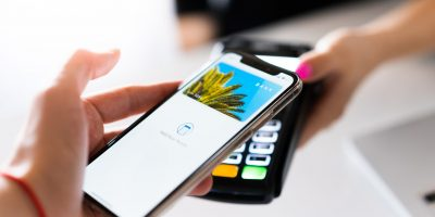 paying-with-smartphone-contactles