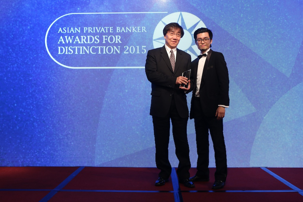 David Man from UBS Wealth Management receives the award for Best Private Bank - Taiwan International