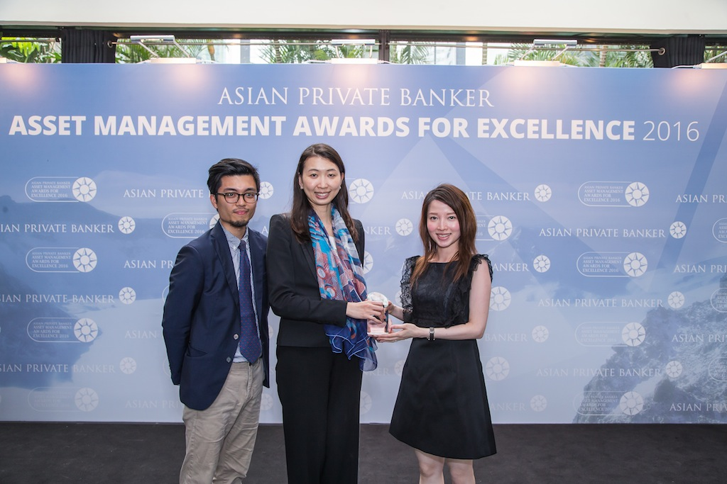 Marcella Lui and Vicky Yick from Value Partnes receives the award for Best Fund Provider - Greater China Equity