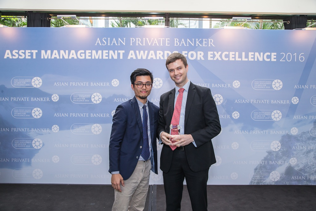 Nick Walker from PIMCO receives the award for Best Fund Provider - Global Bond