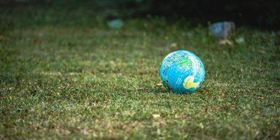 globe_green_grass