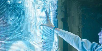 digital-screen-computer-hand-person-woman-e1573037003563-800×400